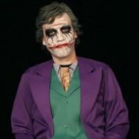 Schminken zu Halloween: Joker Face Make-up leicht gemacht