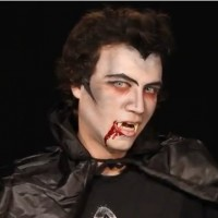 Schminken zu Halloween: Twilight-Vampir richtig geschminkt