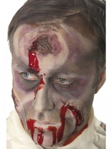 halloween-horror-loch-im-kopf-make-up-mit-blut-474360000-1